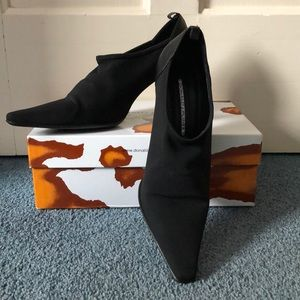 Donald J Pliner black heels